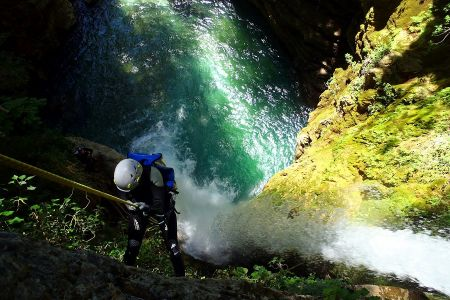 b_450_300_16777215_00_images_ypai8ries_drasthriotites_canyoning.jpg